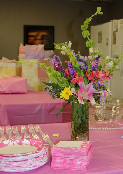 Add extra color to your baby shower with a bouquet of beautiful flowers! Boy or girl, celebrate with flowers!