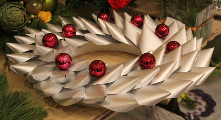 [Image: Let us add pizazz to your Christmas party with unique decorations!]